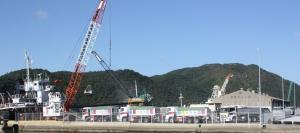 穂浪港営業所における、外航船からの原料荷役・輸送業務
